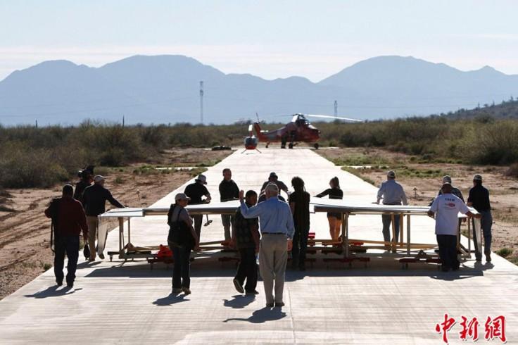 罕见!世界最大纸飞机放飞!