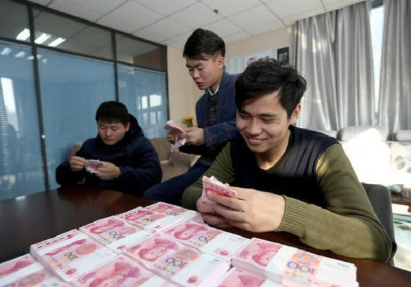 河南5名大学生推广汉服 获百万投资