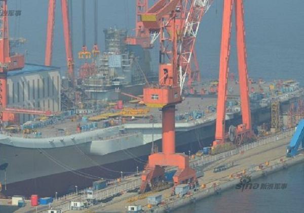 过几天就下水!国产航母舰岛涂漆整条舰变漂亮