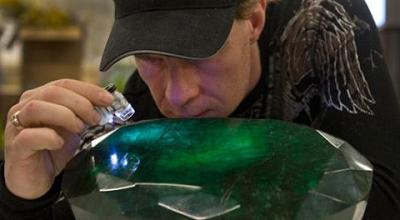 巴西矿工竟挖出一块700多斤宝石 估值高达20亿元人民币