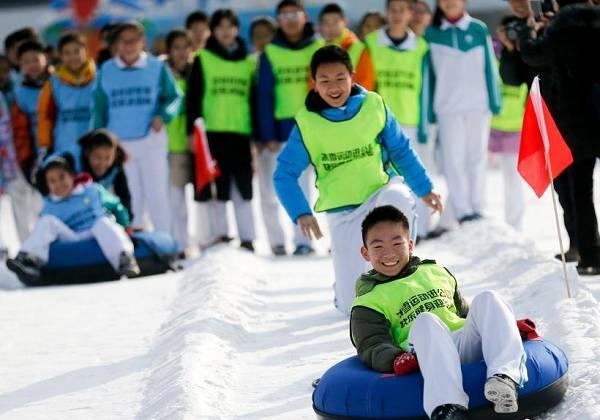 北京玉渊潭公园举办冰雪趣味运动会