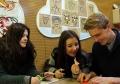 丹麦中学生参观河北博物院 体验中国传统文化