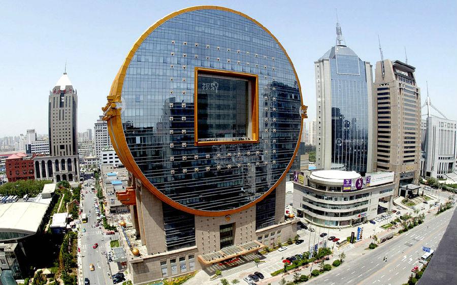 左上为长沙海关大楼;左下为安徽阜阳颍泉区政府办公楼,耗资3000万元