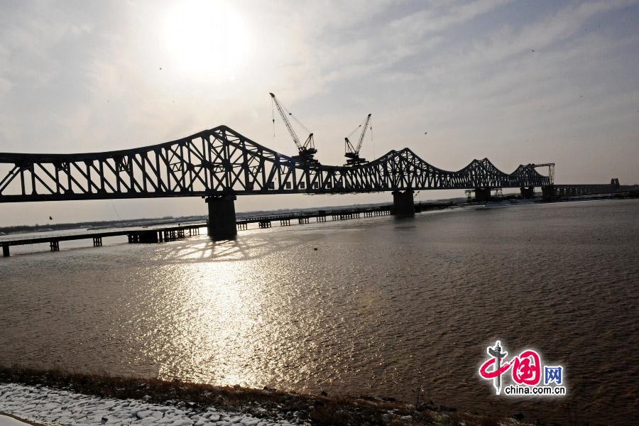黄河入海口跨度最大长度最长的钢结构桥梁主桥今日合