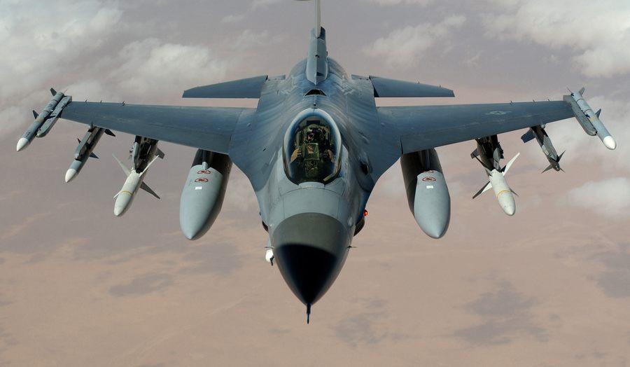 包括飞机,发动机和训练器的供应