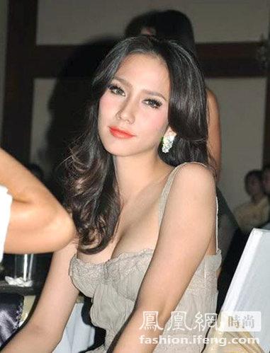 32岁泰国混血模特走红