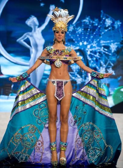 骄傲民族风:环球小姐民族服饰展