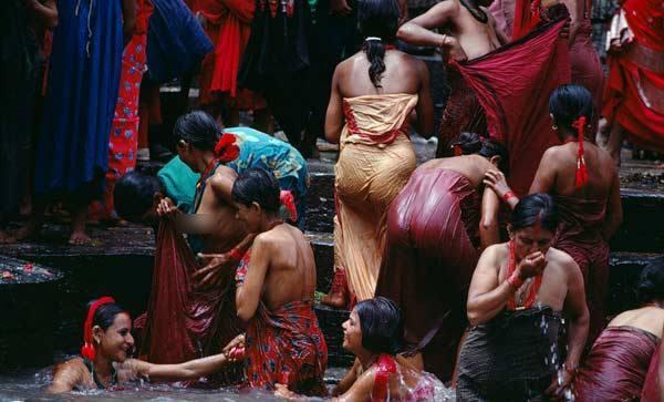 尼泊尔奇俗:没有户内浴池
