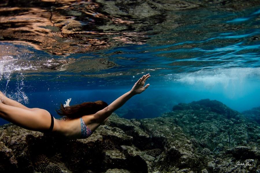 美女摄影师冒险潜水拍摄多彩海底世界 900