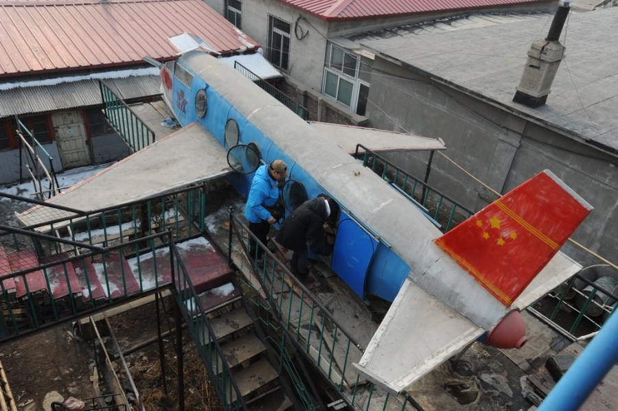 这架飞机机身长5米,宽1.5米,主要由废旧钢材制成.