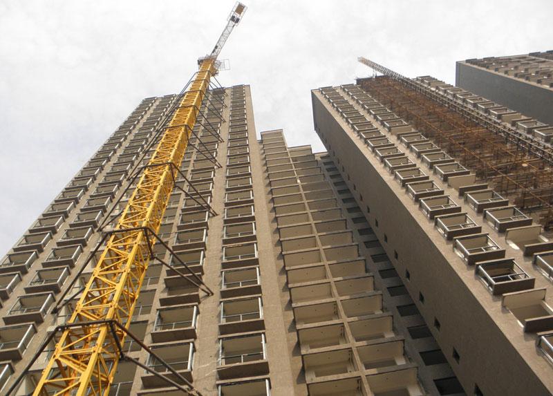框架结构,就是用几根柱子和栋梁架起整栋房子,这种结构可以随意更改