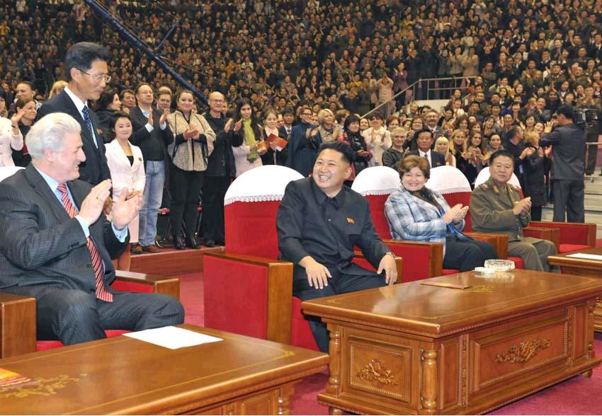 观看37_金正恩携夫人观看俄罗斯管弦乐团演出