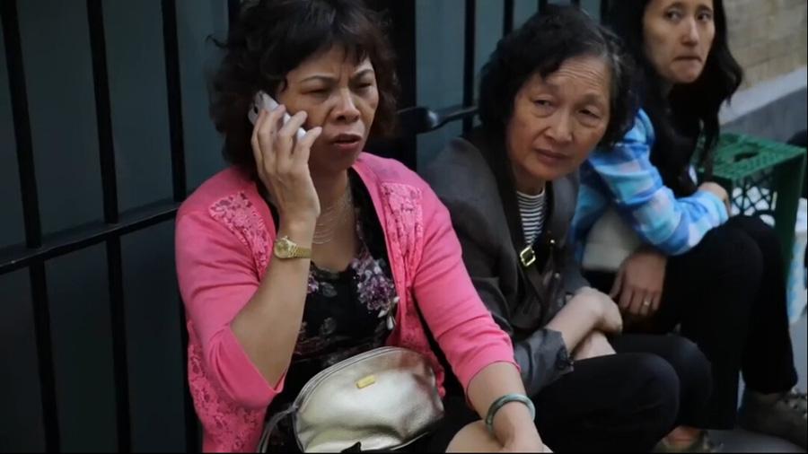 大妈_实拍美警抓捕购iphone6中国大妈