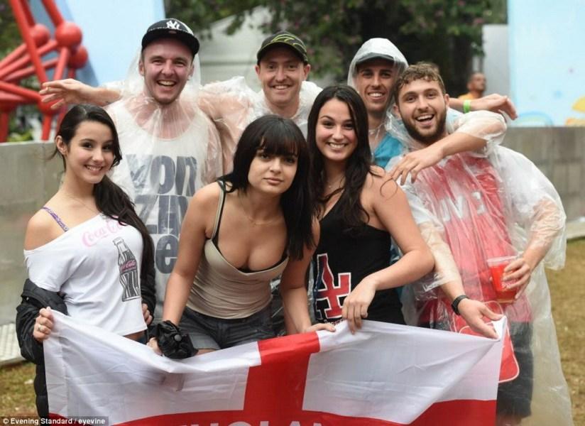 英格兰输球美女球迷欲哭无泪 高清图片