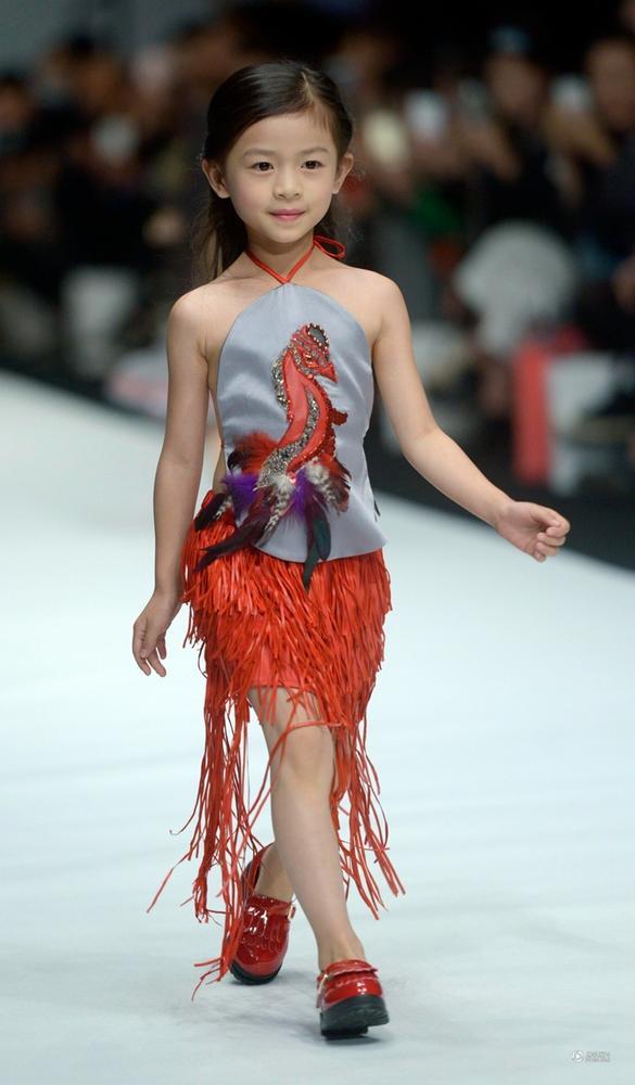 中国时装周上的小模特秀