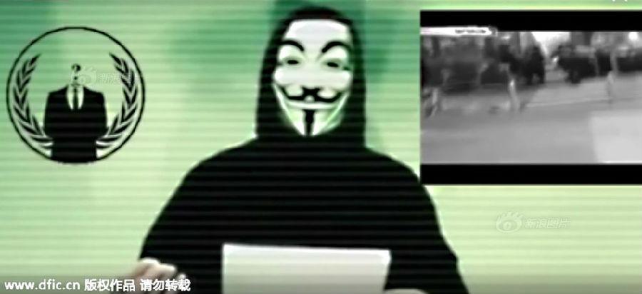 """视频中,带着标志性的""""v字仇杀队""""面具的""""匿名者""""组织发言人用法语说"""
