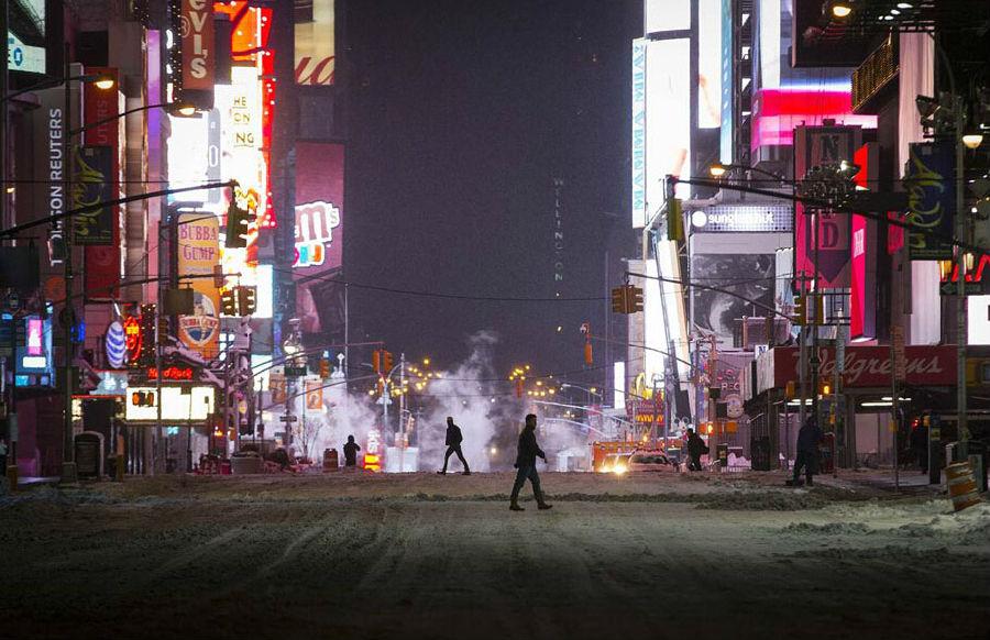 北京时间27日下午,纽约长岛的降雪约20厘米,中央公园约15厘米,国家