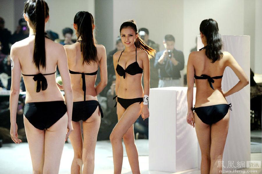 组图:济南超模大赛女大学生穿泳装 寒冬展示形体美