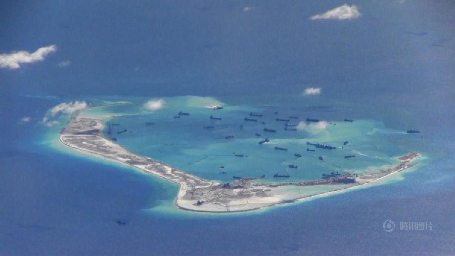 美派遣军舰进中国南海岛