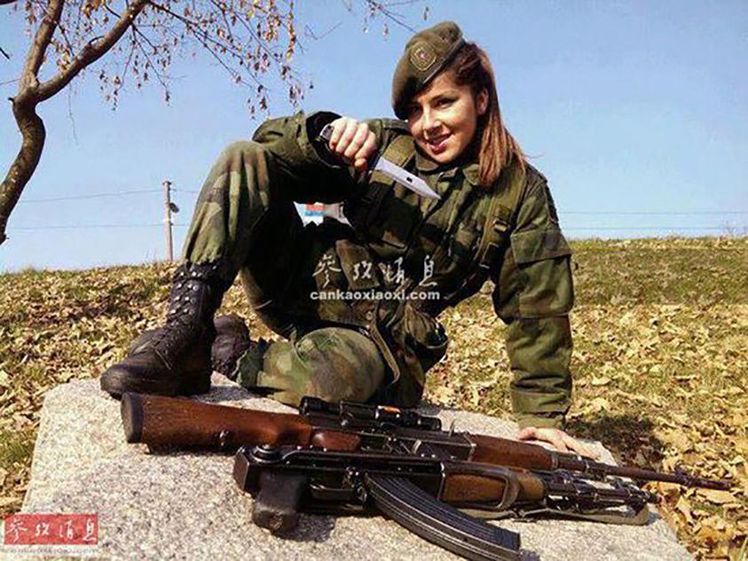 女军营中生活照
