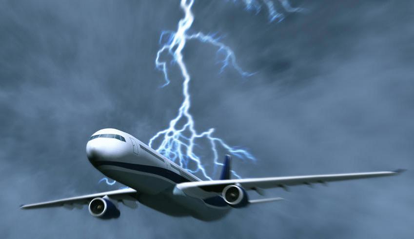 美国西雅图两架飞机被闪电击中