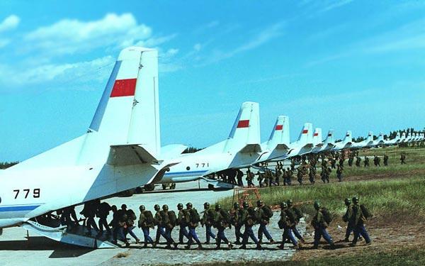 军报记者:运-7(y-7)飞机是中国西安飞机工业公司