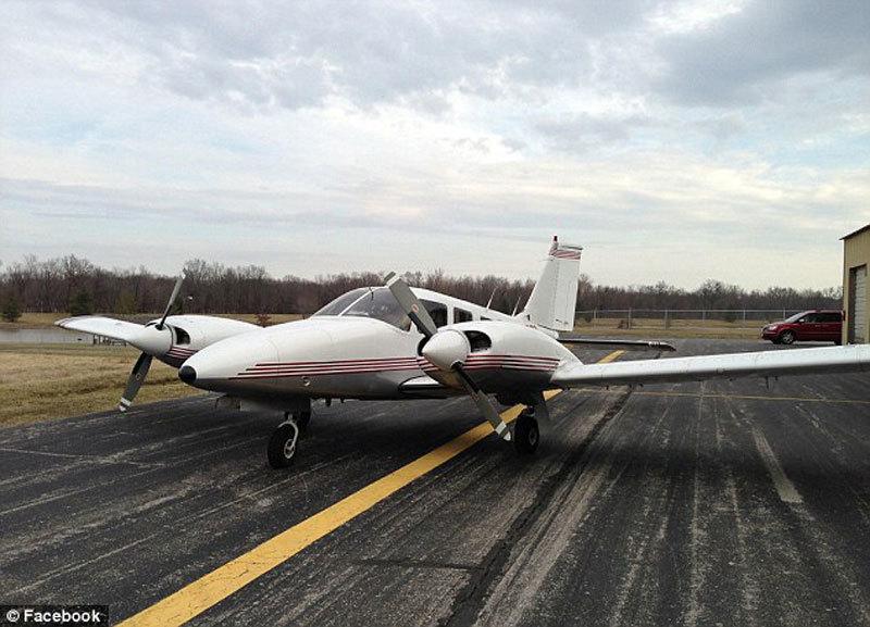 美国联邦航空局说,这架派珀pa-34小型飞机从佛罗里达州起飞,打算飞往