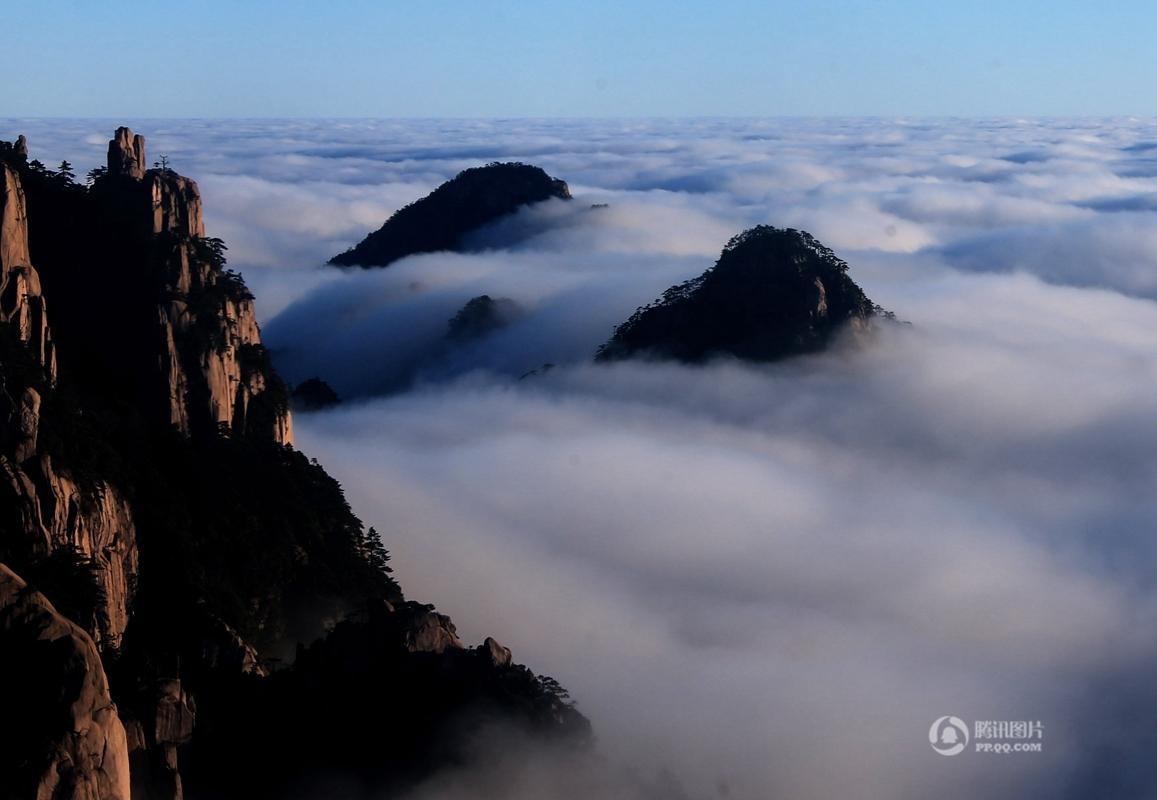这是11月30日在安徽省黄山风景区始信峰拍摄的