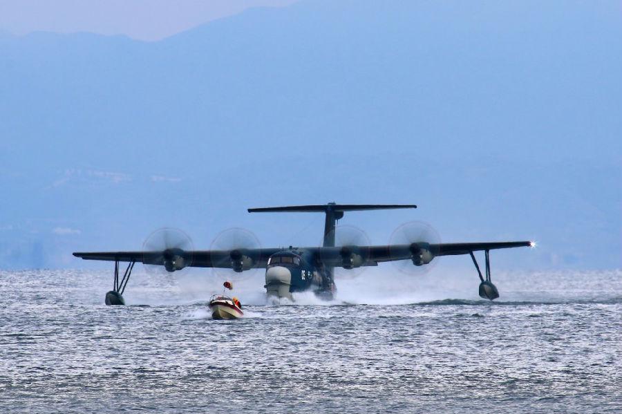组图:日本海上自卫队最新型水上飞机栽进大海