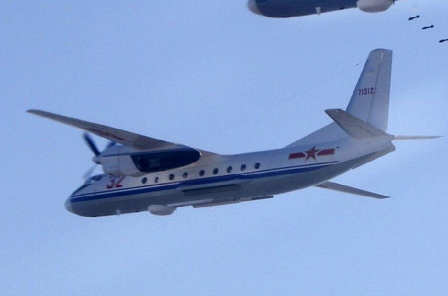 军报记者:运-7(y-7)飞机是中国西安飞机工业公司参照苏联安-24型飞机