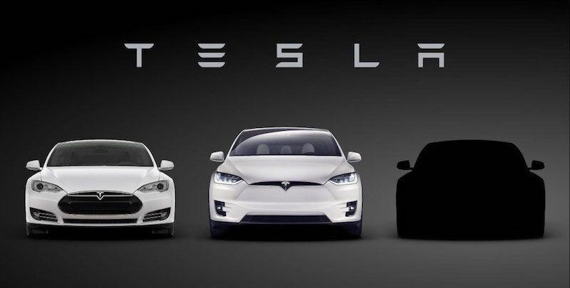 加拿大特斯拉门店外粉丝围观盛况   绝对的产业技术领先,绝佳的用户产品体验,颠覆性的商业模式等各项优势因素与苹果如出一辙,特斯拉产业链有望复制苹果产业链走势,引领汽车行业的伟大变革。   2、 特斯拉未来有多火,智能化汽车未来就有多热   特斯拉备受追捧的背后,预示的是一场智能化汽车产业的巨变。英国、荷兰、瑞士、日本等国家纷纷表示将支持无人驾驶,美国方面更是将无人驾驶提升到国家战略地位,拨出40亿经费给予支持。   国内方面,国务院2015年印发的《中国制造2025》中明确提出加快汽车等行业的智能化