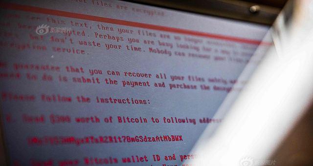 当地时间2017年6月27日,荷兰海尔德罗普,一台被勒索病毒攻击的笔记本电脑。欧洲刑警组织执行主任Rob Wainwright于2017年5月14日说,这起全球范围内前所未有的网络攻击事件已经影响了150多个国家的20多万受害者。英国国家卫生服务机构受到袭击事件的影响。