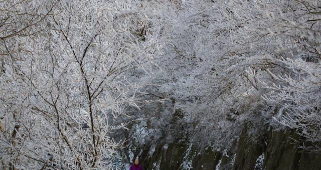 据中国中央气象台发布的信息显示,受冷空气影响,中国江南中东部、华南以及华北西部等地出现明显降温,山西、福建、江西、广西、广东等地部分地区降温幅度达6~8℃,局地超过10℃。预计本周末前,中东部地区的气温仍将持续低迷。