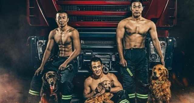 图为中国消防员台历照片。