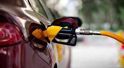 """成品油价重回""""4元时代""""?部分车型加满一箱油不到200元"""