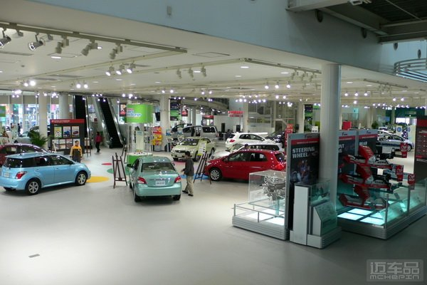 就是尽量减少汽车二氧化碳排放;因此,一时间车厂纷纷推出了新能源汽车