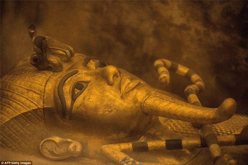 学家扫描发现,古埃及法老图坦卡蒙的墓穴极有可能连通着另外一个图片